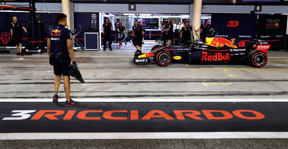 Dit zijn de mooiste foto 39 s van de zaterdag in bahrein gpblog for Garage mercedes bron