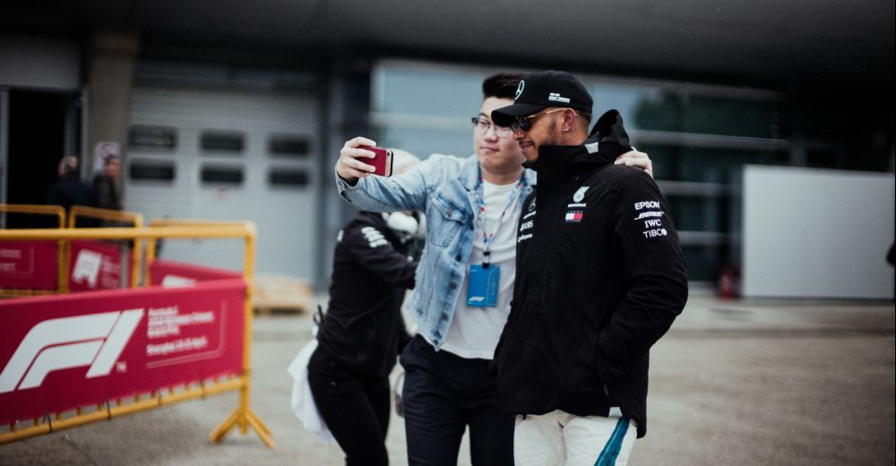 Lewis Hamilton also has time for a quick selfie