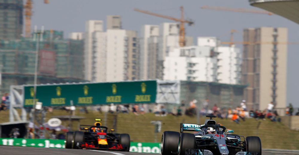 Hamilton en Verstappen in duel