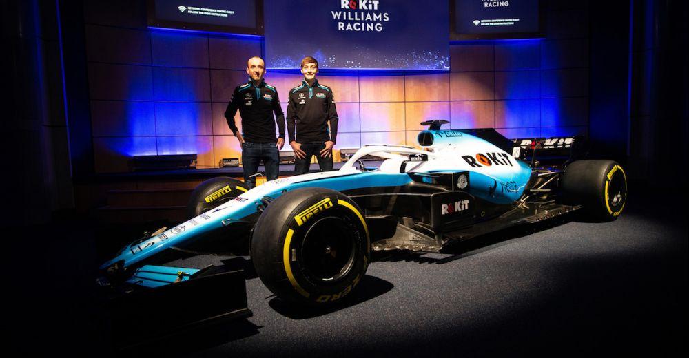 Kubica en Russell staan tevreden naast hun nieuwe wagen voor 2019