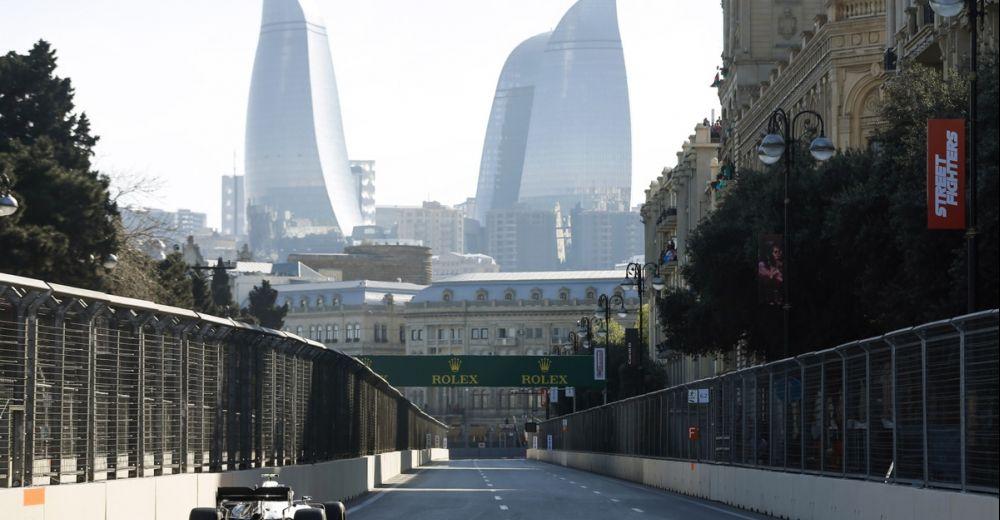Bottas op kop in Baku
