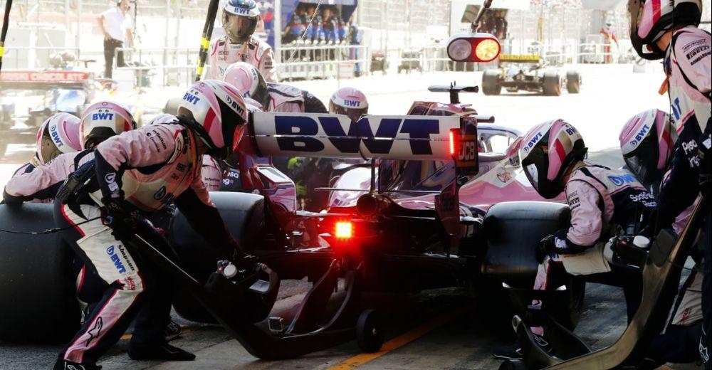 Een pitstop in actie bij Racing Point