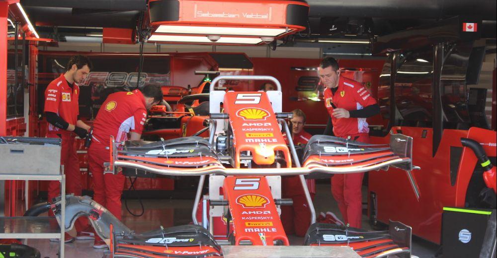 De voorvleugels van Ferrari