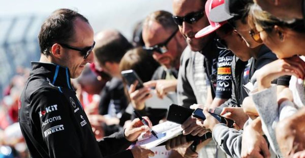 Robert Kubica gives the fans something to remember!