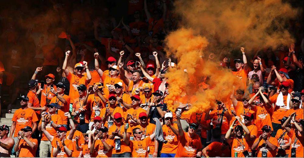En de aanwezige Nederlandse bouwen een feestje!