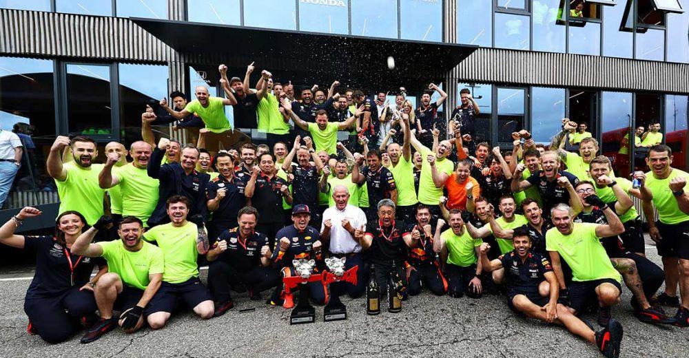 Red Bull viert de overwinning!