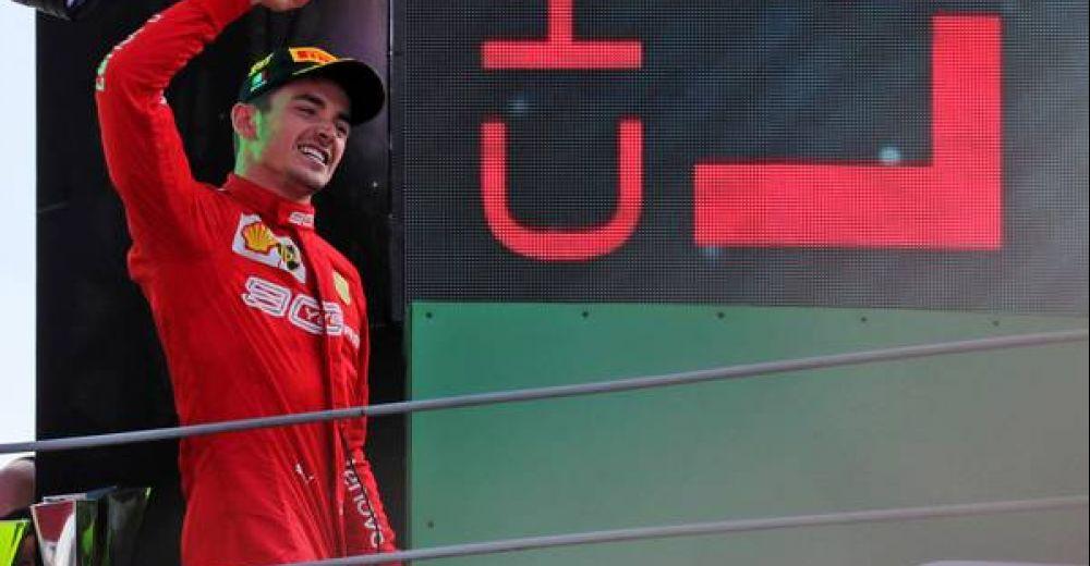Leclerc bestijgt het Italiaanse podium in het rood