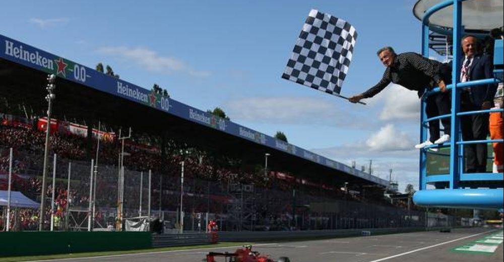 Tevergeefse poging van Mercedes, Leclerc wint!