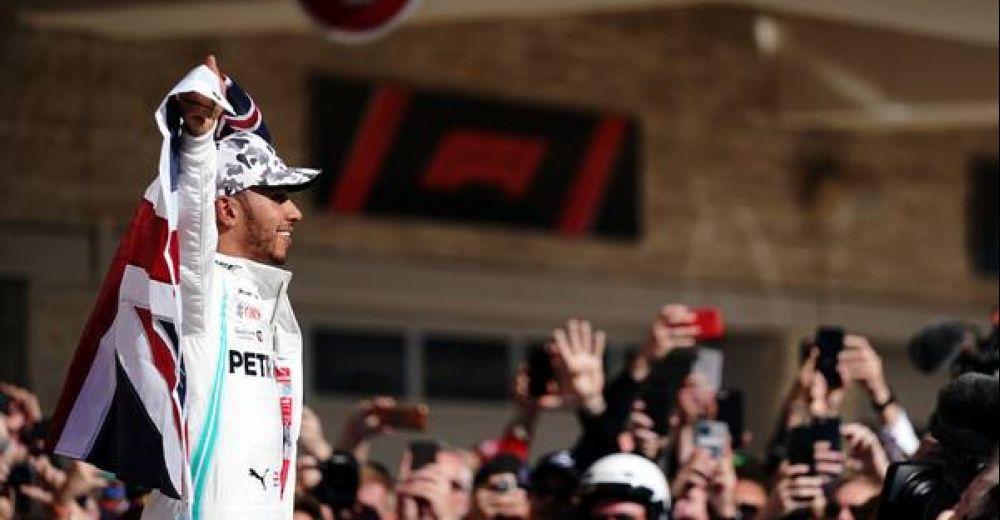 De viering van zijn zesde wereldtitel mag niet ontbreken