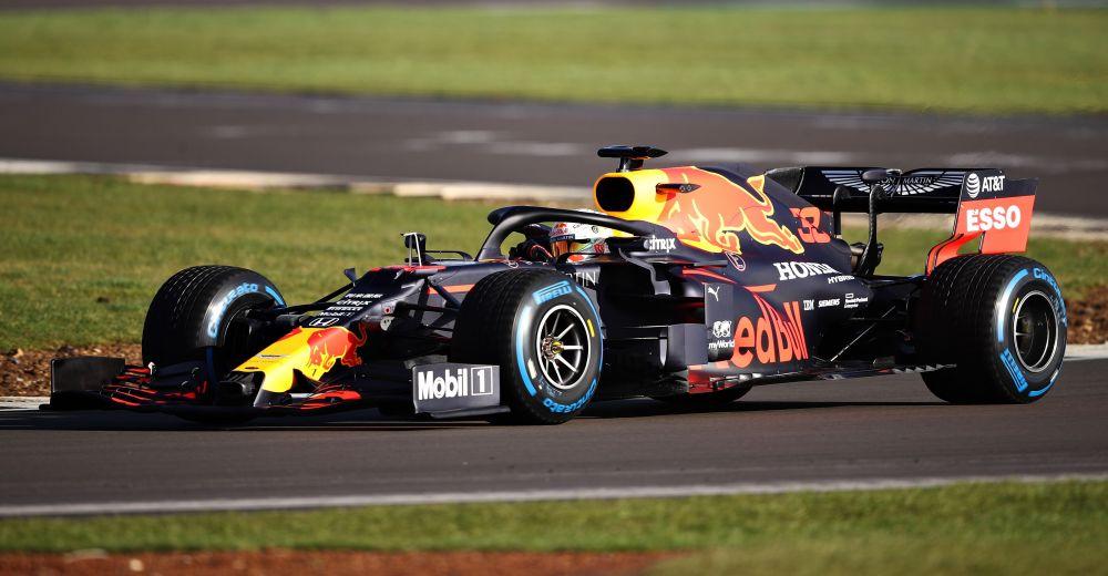 Verstappen in actie op Silverstone