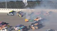 Afbeelding: Video: MEGA crash tijdens NASCAR Cup race op Talladega!