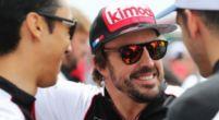 Afbeelding: Alonso ontvangt veel felicitaties van 'zijn vrienden'
