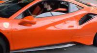 Afbeelding: Charles Leclerc neemt in Monaco zijn Ferrari 488 Pista in ontvangst