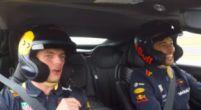 Afbeelding: Verstappen en Ricciardo trappen lol in Aston Martin op COTA