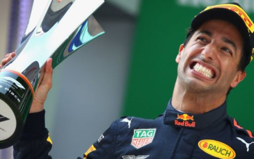 Afbeelding: Daniel Ricciardo wint 'Action of the Year' met zijn gewaagde actie in China