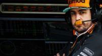 Afbeelding: Jimmie Johnson steekt Alonso hart onder de riem