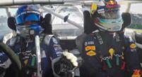 Afbeelding: Grijnzende Ricciardo als bijrijder van driftkampioen op Albert Park