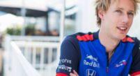 Afbeelding: Geen Formule 1 voor Hartley, wel een lading helmen voor de Kiwi
