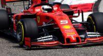 Afbeelding: Ferrari en Renault coureurs in de buurt van gridstraf na wisselen motoronderdelen