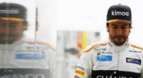 """Afbeelding: Alonso laat subtiel zijn ongenoegen blijken: """"Als je naar de andere twee kijkt..."""""""
