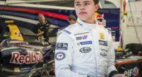 Afbeelding: Nyck de Vries aan de slag als simulator coureur bij Mercedes