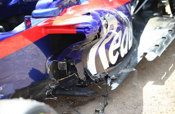 Kijken: Alonso ontwijkt ternauwernood chaos in bocht één van GP Frankrijk 2018