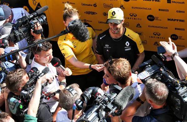 """Ricciardo: """"Zes punten verliezen teleurstellend, maar er zijn regels in racerij"""