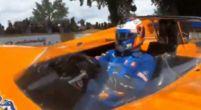 Afbeelding: Sainz neemt plaats in een speciale auto: de M8D van Bruce McLaren!