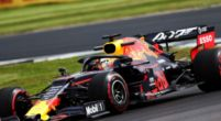 Afbeelding: Sebastian Vettel ramt vol achterin de RB15 van Max Verstappen!