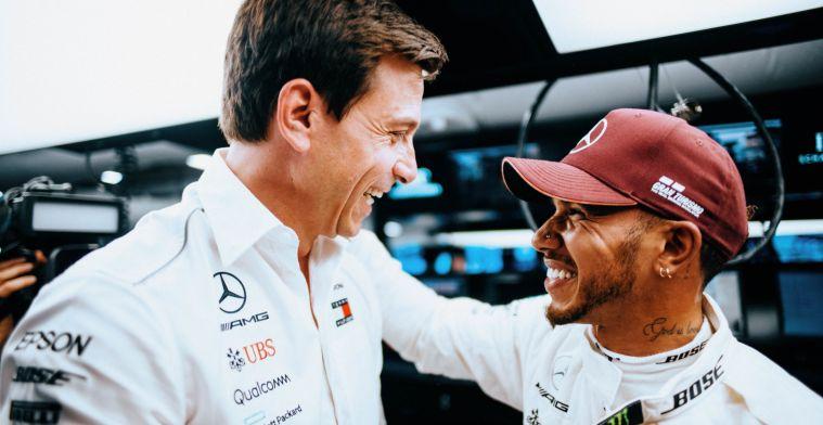 Wolff verbaasd over snelste ronde Hamilton: Dat kan helemaal niet op die band