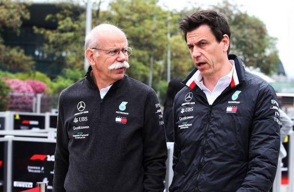 Waarom ging Wolff zo lang op de koffie bij Red Bull in Oostenrijk…?