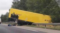 Afbeelding: Gecrashte vrachtwagen Renault F1 vervoerde… POWER UNITS