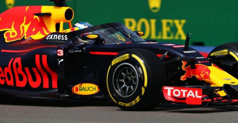 Christian Horner kijkt met interesse naar eigen windscreen in IndyCar