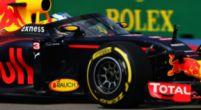 Afbeelding: Christian Horner kijkt met interesse naar eigen windscreen in IndyCar