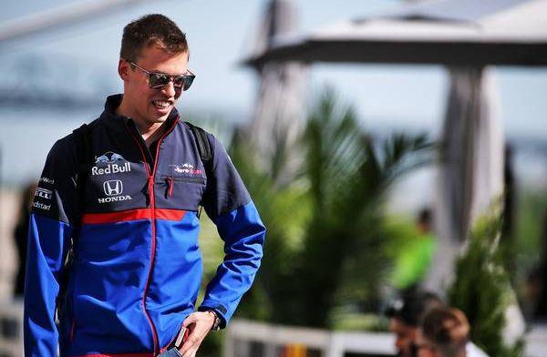 Confirmed: Kvyat's retirement due to Honda engine oil leak