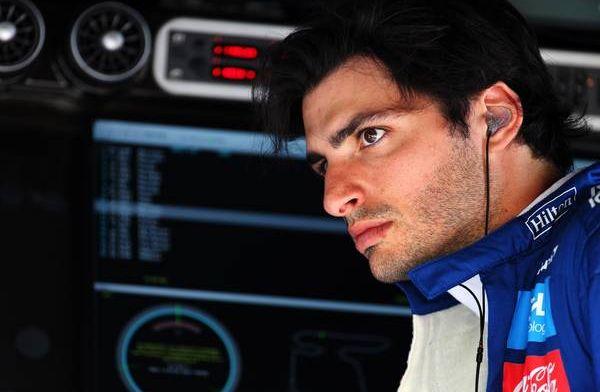 Carlos Sainz has a go in Zak Brown's Aussie supercar!