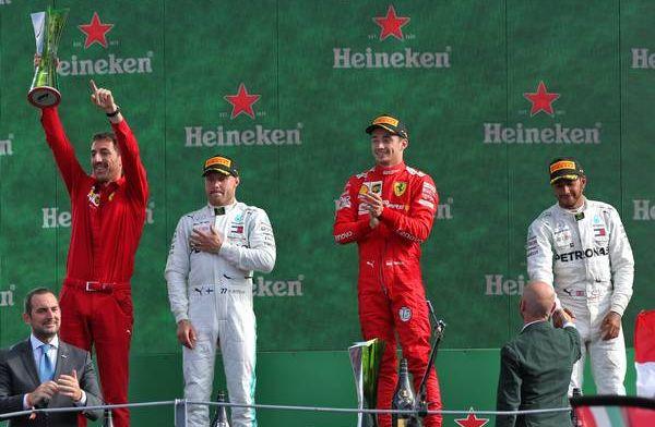 Hamilton houdt van een gevecht: ''Hopelijk zijn Red Bull en Ferrari weer sterk''