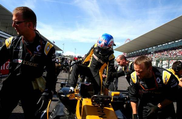Jolyon Palmer impressed with Albon in Russia