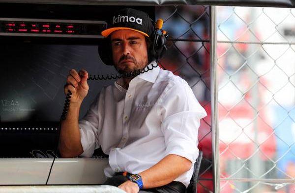 Alonso haalt uit naar Hamilton: ''Je kan niet het één zeggen en het ander doen''
