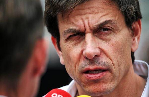 Wolff: We zagen dat Ricciardo niet vertraagde op de harde band