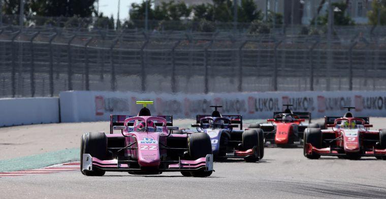 Foto van Formule 2-auto met nieuwe 18 inch velgen