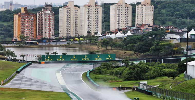 Albon crasht, Verstappen glijdt in natte en listige VT1 op Interlagos