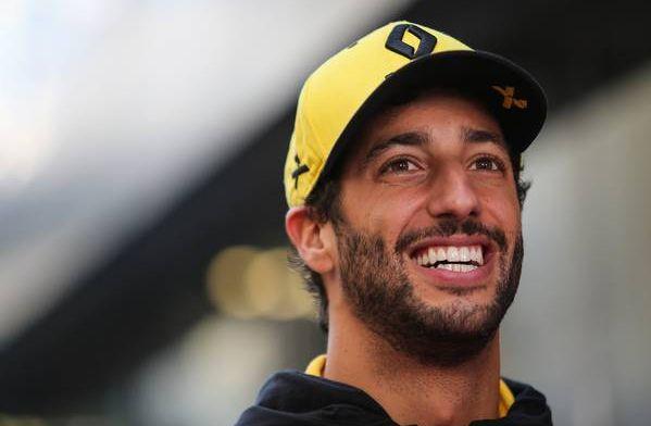 """Ricciardo prijst Verstappen: """"Petje af voor Max"""""""