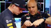 """Afbeelding: Verstappen en race-engineer nemen boordradio's door: """"Die ken ik nog niet!"""""""