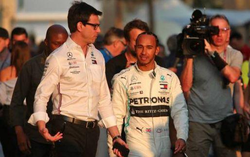 Hamilton: ''Toto krijgt telefoontjes van andere coureurs''