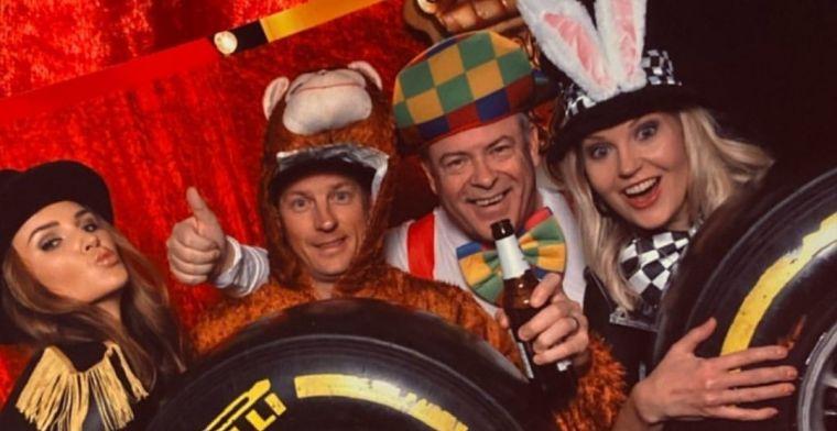 Kimi Raikkonen laat zich lekker gaan op Kerstfeestje Alfa Romeo