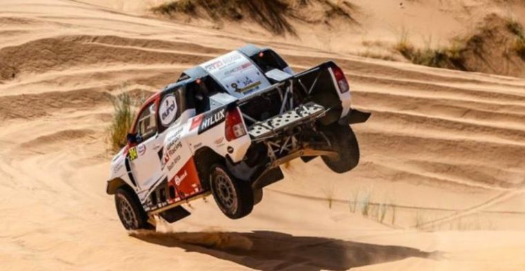 Watch: Alonso uses duct tape and zip ties to patch up Toyota in Dakar!