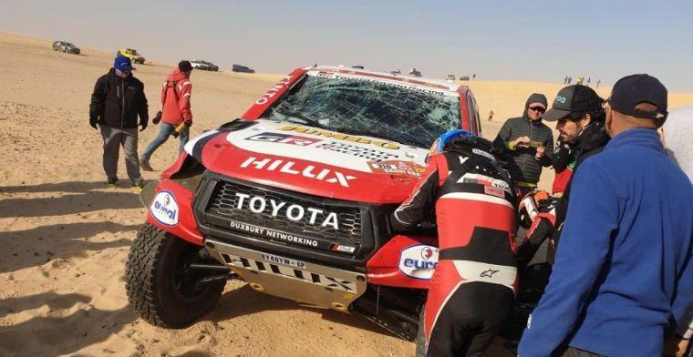 Tweede grote crash voor Alonso in Dakar Rally, ditmaal met koprol
