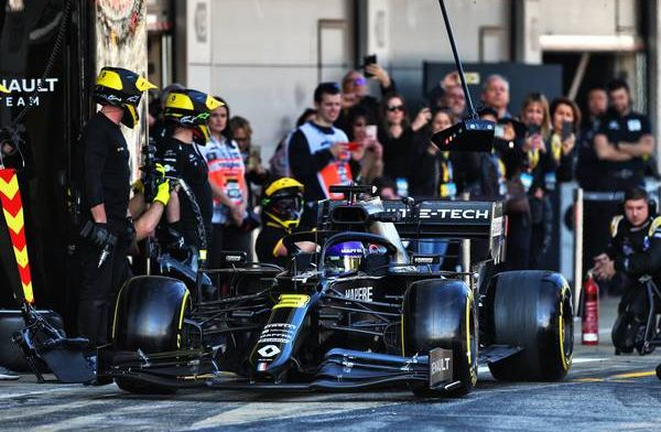 Fourth red flag on Friday in Barcelona as Ricciardo stops car