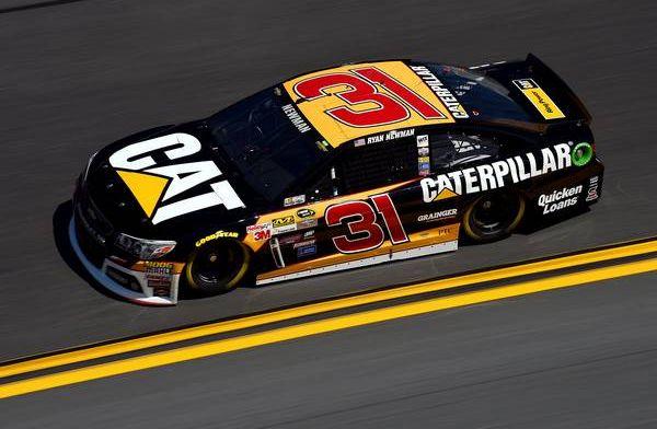 NASCAR-coureur loopt samen met dochters ziekenhuis uit na heftige crash
